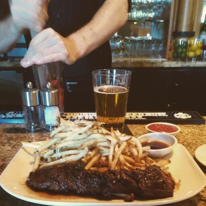 Steak frites and a brew make a perfect pairing for the Warriors games at Carneros Bistro (Sarah Stierch, CC BY 4.0)