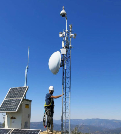 A fire camera, linked to a microwave tower for real-time observation, deployed in San Diego.